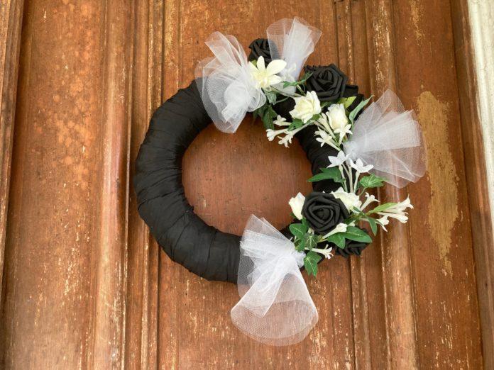 Mourning wreath